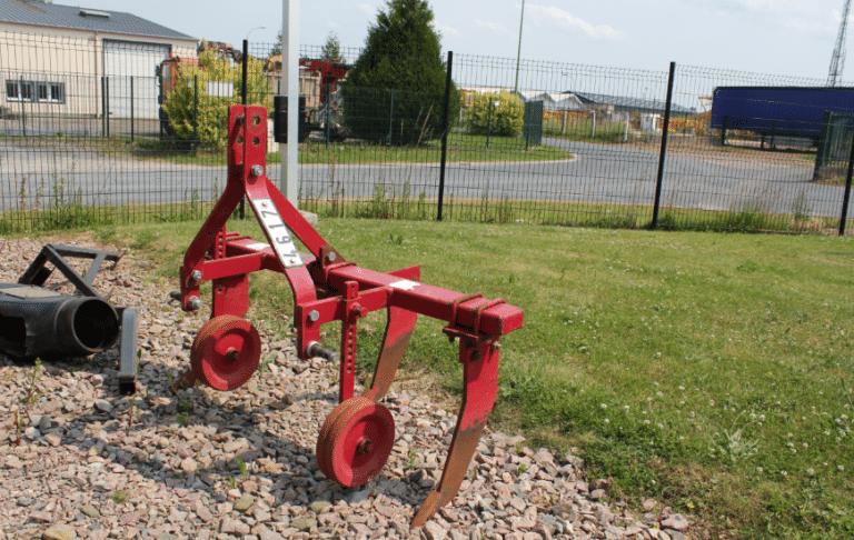 Charrue accessoire pour micro-tracteur